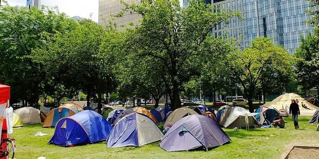 Des migrants campent au parc Maximilien - La DH