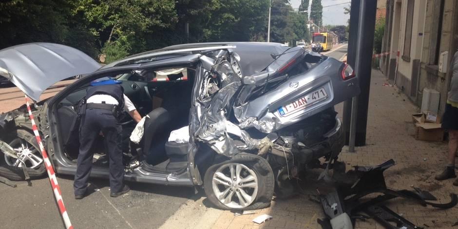 Gosselies: un automobiliste grièvement blessé après une collision avec un tram