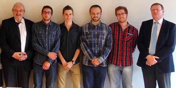 Voici les premiers diplômés en Master Informatique - La DH