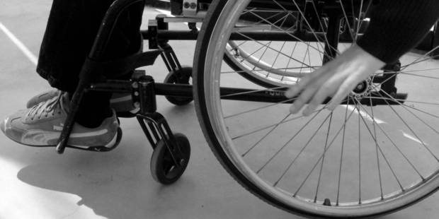 Il vole de la nourriture en chaise roulante - La DH
