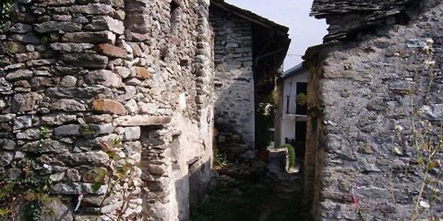 Italie: un village entier dans les Alpes pour moins de 250.000 euros ! - La DH