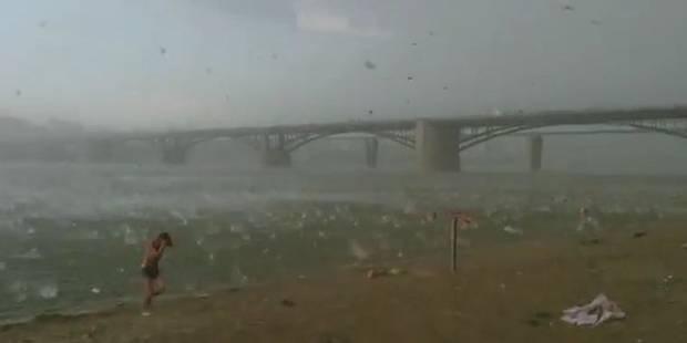 Une impressionnante pluie de grelons s'abat sur une plage de Sibérie - La DH
