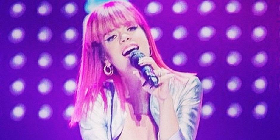 Lily Allen dévoile un sein en plein concert