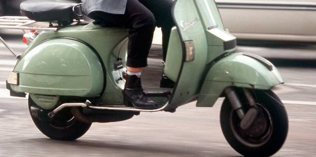 Il roule avec son scooter sur le trottoir et agresse un sexagénaire - La DH