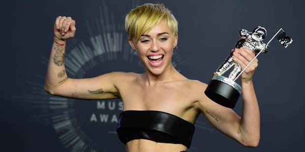 """Miley Cyrus remporte le VMA de la vidéo de l'année pour """"Wrecking Ball"""" - La DH"""