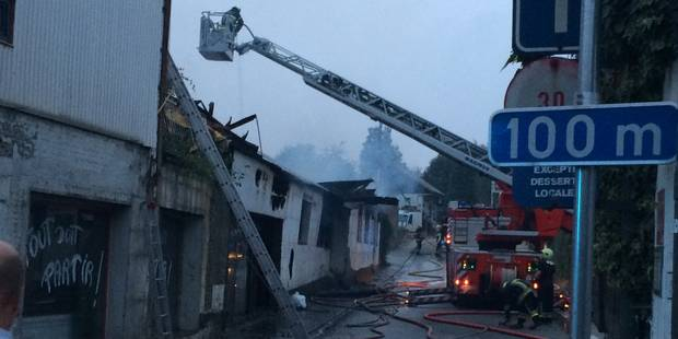 Lodelinsart: un couple sauvé lors de l'incendie d'un magasin de meubles - La DH