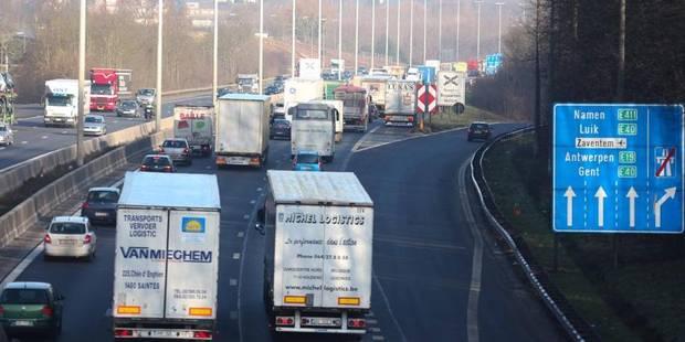 Accident le ring de Bruxelles: Un mobile home bloque deux bandes - La DH