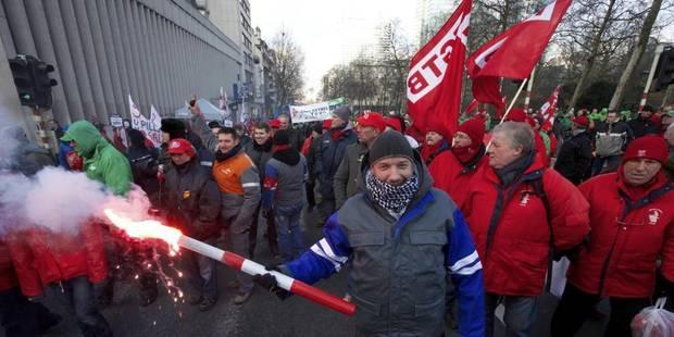 """""""Non à un gouvernement de droite!"""": les syndicats mettent la pression sur les négociateurs - La DH"""