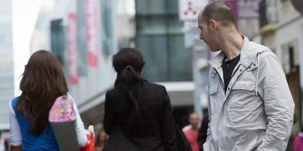 """Harcèlement en rue: """"Dans ce quartier, je dois réfléchir avant de mettre une jupe"""" - La DH"""