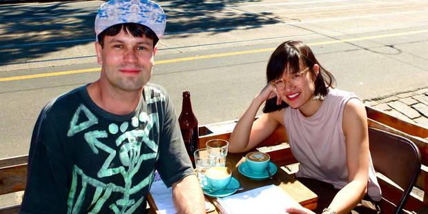 Il boit un café avec tous ses amis Facebook - La DH