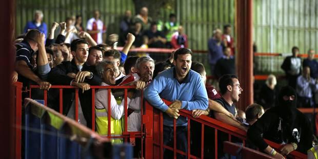 Au Royaume-Uni, les fans anglais portent toujours un amour foot aux petits clubs - La DH