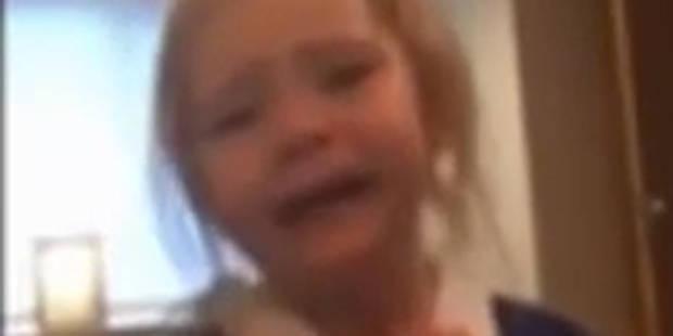Fan de Manchester United, cette petite fille de 3 ans refuse de porter un uniforme bleu - La DH