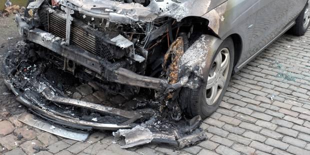 Quatre voitures et deux cars scolaires incendiés à Liège - La DH