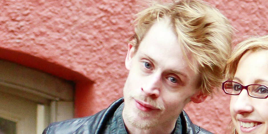 Exclusive - Macaulay Culkin, Looking Gaunt & Shockingly Thin, Poses For Photos With a Fan