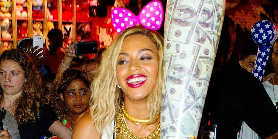 Beyonce lets her Inner Child Out at Coney Island - Part 2