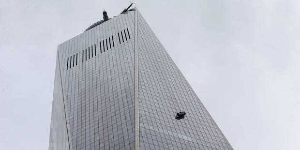 Deux laveurs de carreaux bloqu�s au 69e �tage au World Trade Center