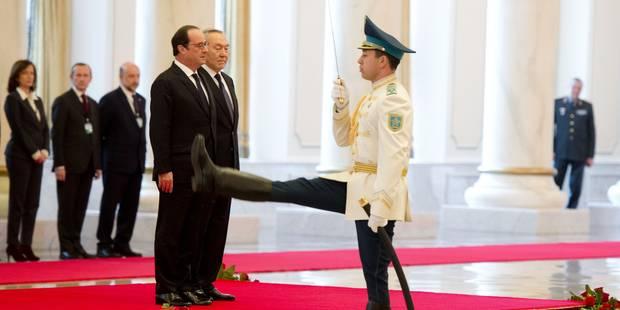 François Hollande au Kazakhstan: la photo qui indigne l'Elysée - La DH