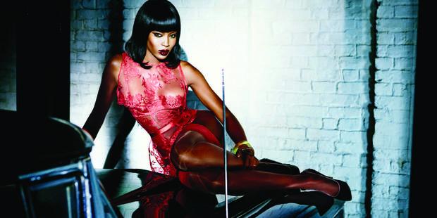 Naomi Campbell, égérie lingerie à 44 ans - La DH