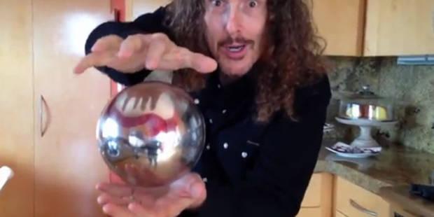 Mais comment fait-il tenir cette sphère en lévitation? - La DH