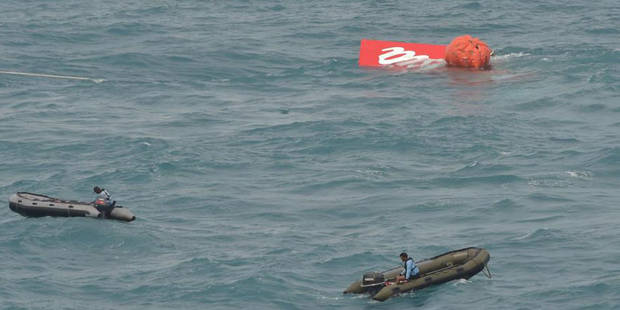 AirAsia: des plongeurs à la recherche des boîtes noires au fond de la mer - La DH