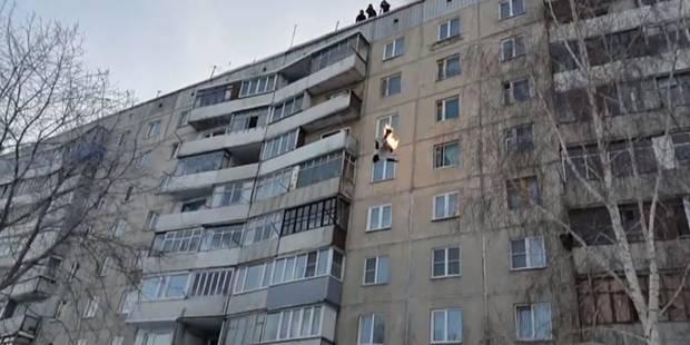 Un cascadeur de l'extrême saute en feu du 8ème étage - La DH