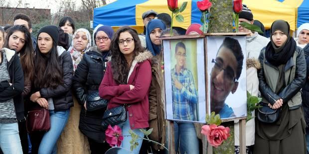 Molenbeek: plus de 200 personnes commémorent Soulaïmane Jamili un an après sa mort - La DH