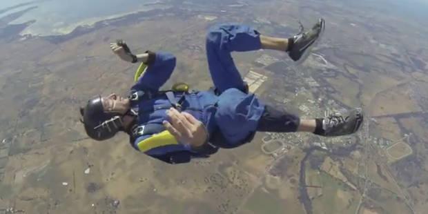 Il s'évanouit lors d'un saut en parachute, son instructeur lui sauve la vie (Vidéo) - La DH