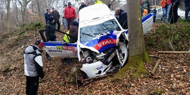 une voiture dans un arbre au spa rally l 39 accident film par un spectateur la dh. Black Bedroom Furniture Sets. Home Design Ideas