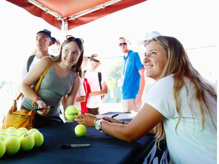 INDIAN WELLS, CA - MARCH 10: Victoria Azarenka of Belarus signs autographs during day two of the BNP Paribas Open tennis at the Indian Wells Tennis Garden on March 10, 2015 in Indian Wells, California. Julian Finney/Getty Images/AFP == FOR NEWSPAPERS, INTERNET, TELCOS & TELEVISION USE ONLY ==