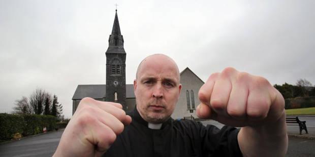 Un curé irlandais monte sur le ring et devient une star (VIDEO) - La DH