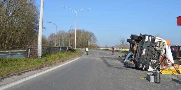 Tournai : Un camionneur décède après une embardée - La DH