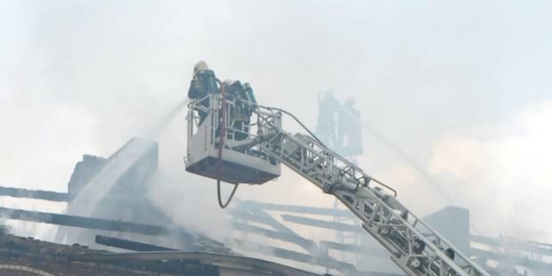 Une maison détruite par les flammes à Yvoir - La DH