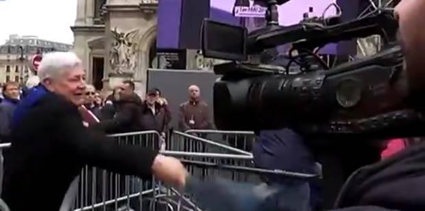 Des militants FN et Gollnish frappent des journalistes de Canal+: les vidéos des agressions - La DH