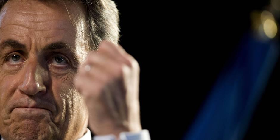 Sarkozy commet une bourde sur Twitter, les internautes se lâchent