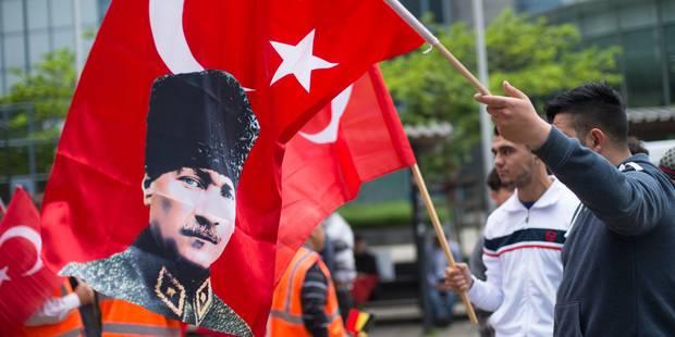 Une manifestation contre le « soi-disant génocide » - La DH
