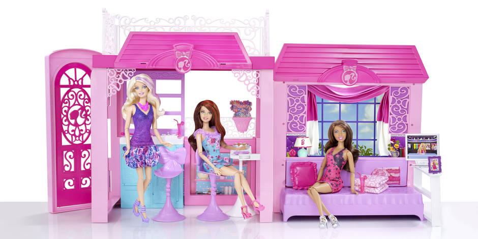 A 56 ans, Barbie passe (aussi) aux chaussures plates