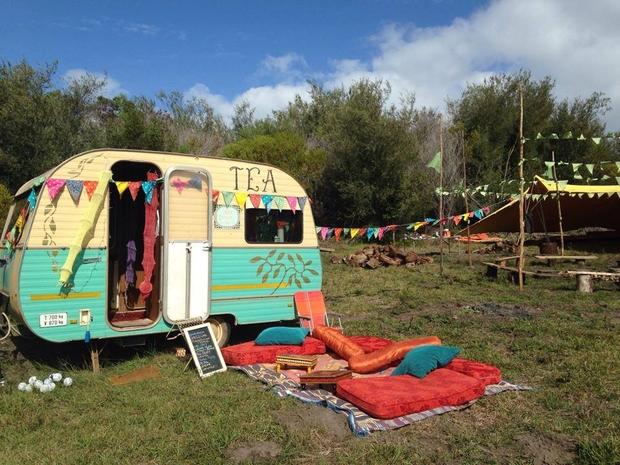 camping baba cool en caravanes vintage. Black Bedroom Furniture Sets. Home Design Ideas