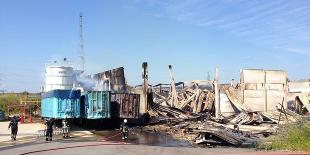 Un important incendie ravage une menuiserie près de Ciney - La DH