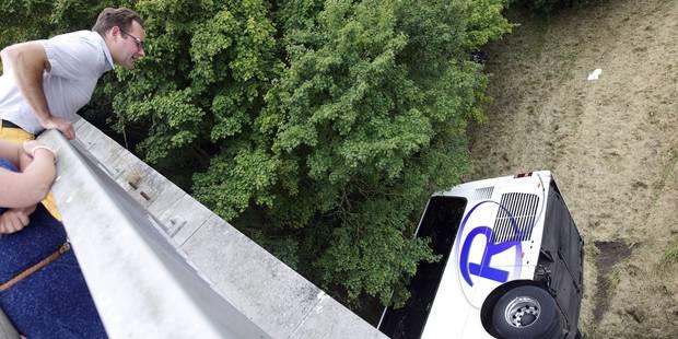 """Accident de bus à Middelkerke: """"Certains parents sont déjà arrivés pour récupérer leur enfant"""" - La DH"""