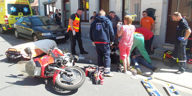 Des jeunes percutent une moto avec une voiture volée et prennent la fuite à pied à Jumet - La DH