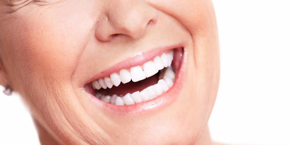 Pour avoir les dents blanches, évitez le café, le thé, le vin et la cigarette.