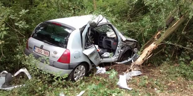 Grave accident sur l'A54: grièvement blessée, une conductrice a dû être désincarcérée - La DH
