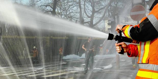 Une maison à appartement partiellement détruite par un incendie à Mons - La DH