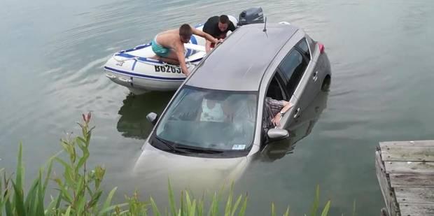 Deux ados à la rescousse d'un couple dont la voiture est tombée à l'eau - La DH