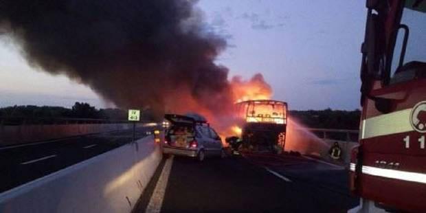 Accident de la route en Italie: un car de touristes belges incendié - La DH