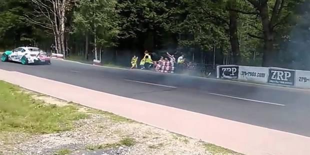 Percutée par le pneu d'une voiture en pleine course - La DH