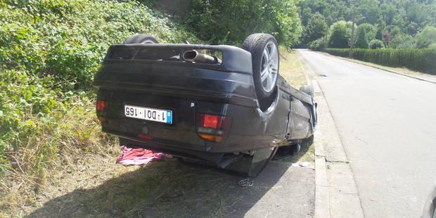 Cabriolet sur le toit: 2 blessés - La DH