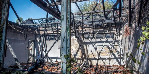 Plusieurs hangars en feu à Mons - La DH