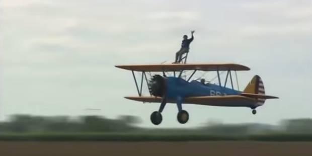 Mais que fait ce papy sur l'aile d'un avion ? (VIDÉO) - La DH