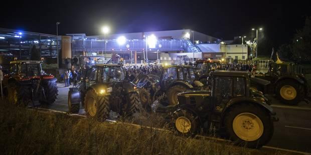 Agriculteurs en colère: deux barrages filtrants perturbent la circulation en province de Luxembourg (PHOTOS) - La DH